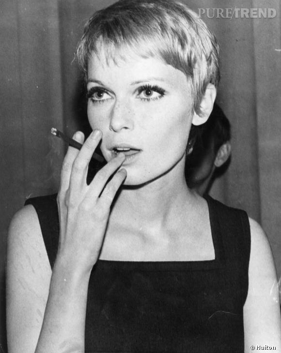 Blondes Vs Brunes    1967, Mia Farrow s'affiche avec une coupe garçonne et une frange délicatement effilée.