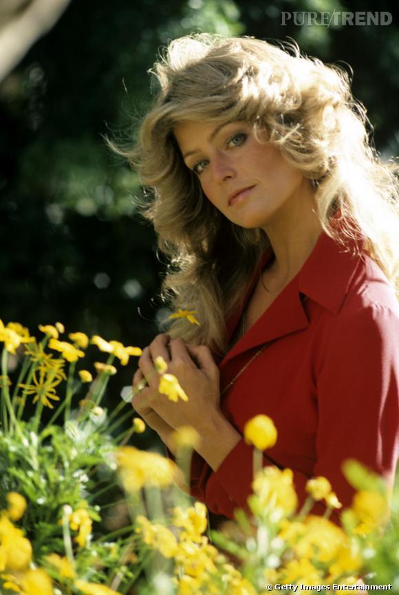 Blondes Vs Brunes      Farrah Fawcett devient une référence en matière de crinière brushée 70's. Avec plusieurs teintes de blond, la coiffure joue avec le soleil.