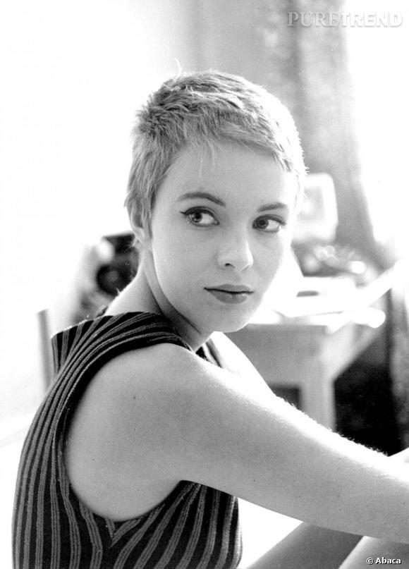 Blondes Vs Brunes      1959, Jean Seberg affiche une coupe garçonne, presque en brosse et féminise son visage d'un trait de khôl.
