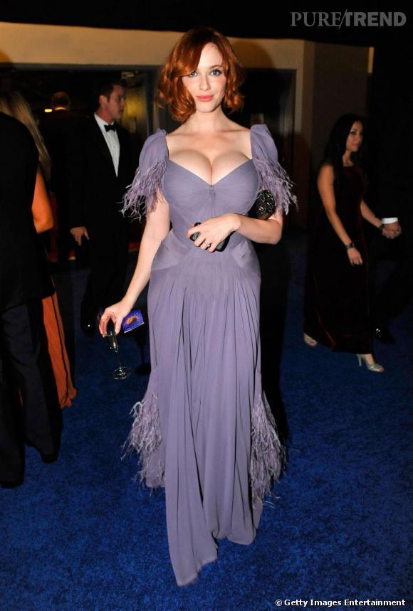La robe de soirée la plus sexy : Christina Hendricks a un faible pour les décolletés pigeonnants. Tout est bon pour mettre sa poitrine en avant !