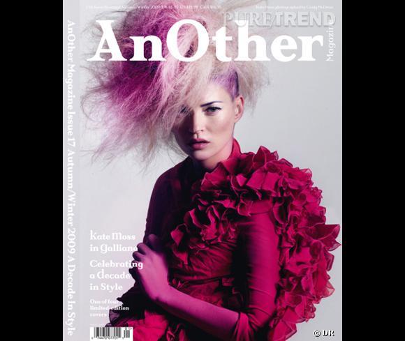 Kate Moss, étonnante en Galliano pour le Fall-Winter 2009.  (ndlr : il y a quatre couvertures différentes pour ce numéro)
