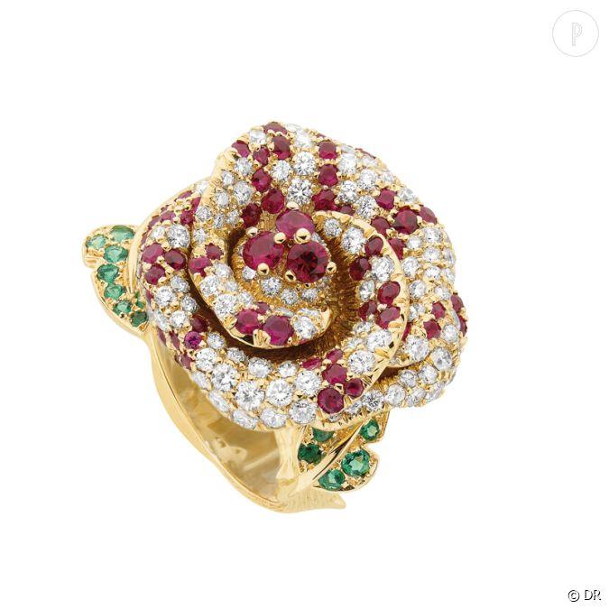 bague rose dior bagatelle dior joaillerie bague en or jaune serti diamants rubis et meraudes. Black Bedroom Furniture Sets. Home Design Ideas