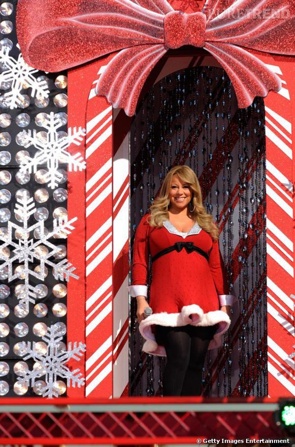 Mariah Carey ... Moins séduisante que les anges de Victoria's secret mais l'effort est là.