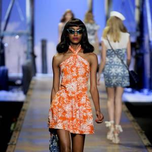 Jourdan Dunn version podium sur le défilé Christian Dior Printemps/Été 2011.