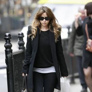 Rachel Stevens adopte le modèle à épaulettes pour plus d'élégance.