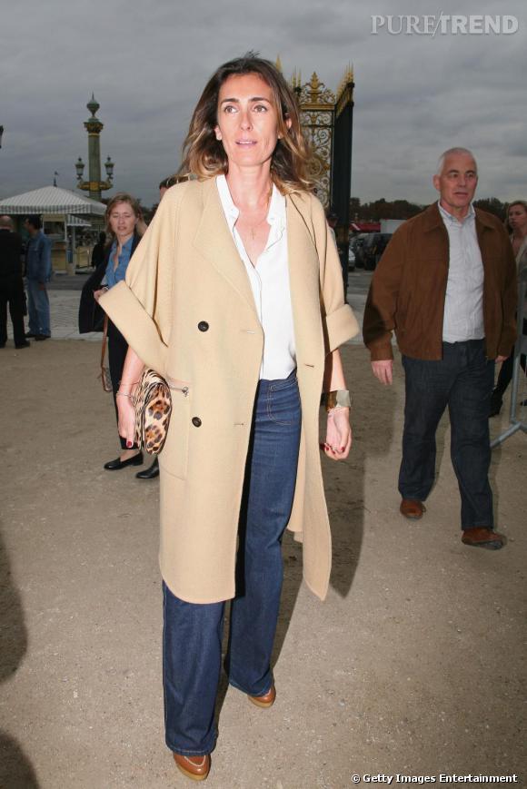 Mademoiselle Agnes, toujours plus audacieuse porte le manteau version manches courtes.