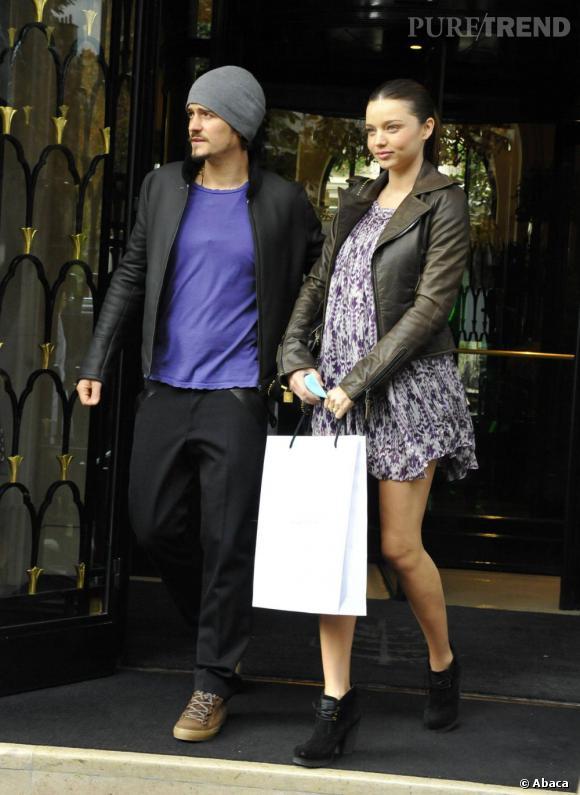 Miranda Kerr : enceinte ? On y voit que du feu ! En mini robe à volants, elle est toujours aussi sexy.