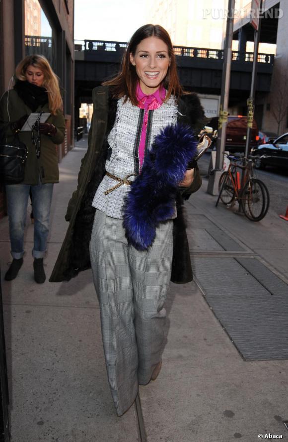 Olivia dompte le style Peter Som pour un look très osé.