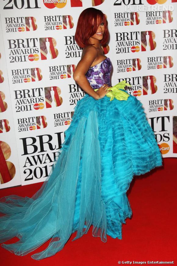 Rihanna, femme-fleur, en Christian Dior Haute Couture automne-hiver 2010.