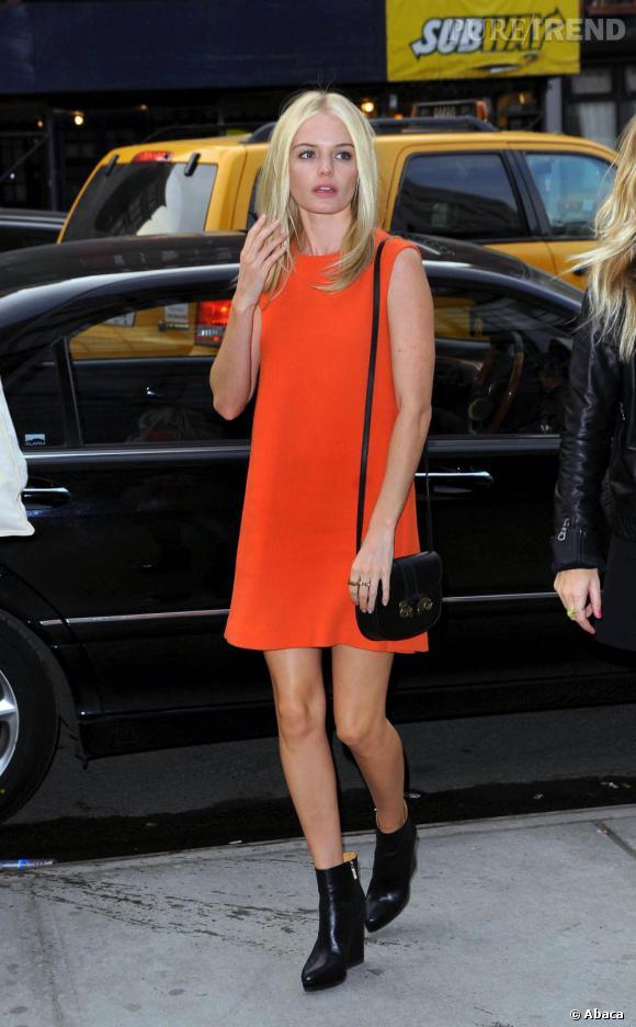 Kate Bosworth adopte le color block en robe Calvin Klein printemps-été 2011.