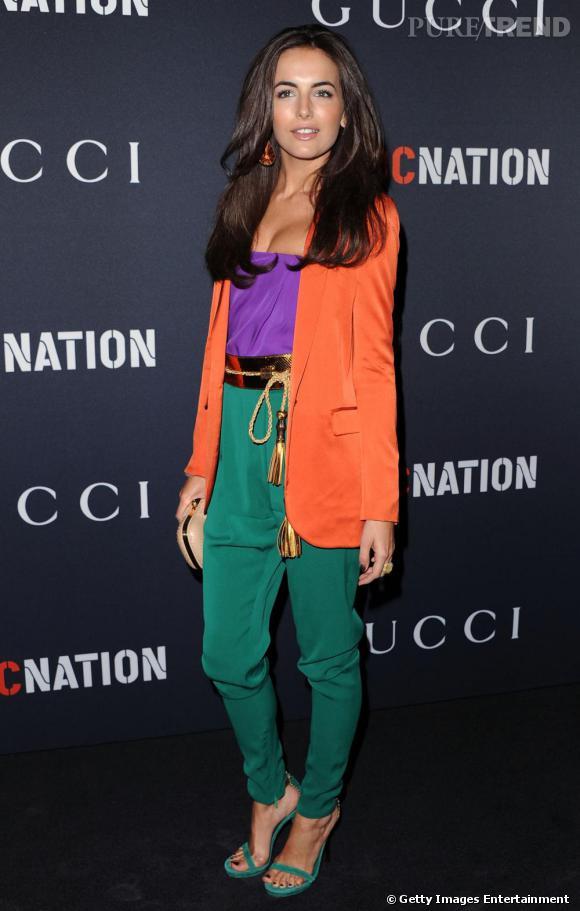 Camilla Belle ose la couleur avec un ensemble Gucci printemps-été 2011.