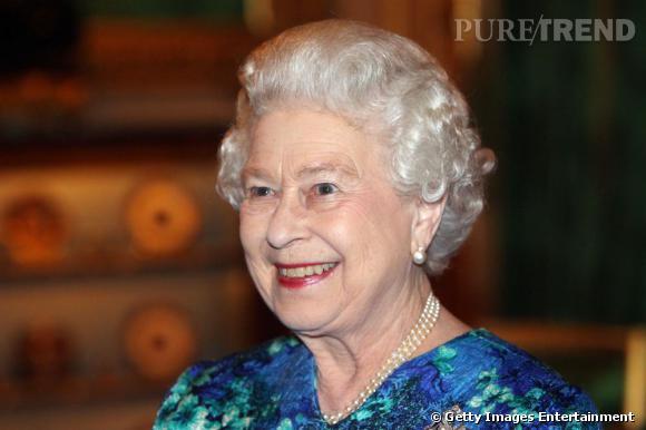 L'imperturbable mise en plis de la Reine d'Angleterre.