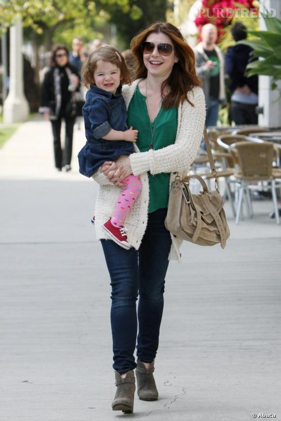 Alyson Hannigan et sa fille Satyana dans les rues de Los Angeles.