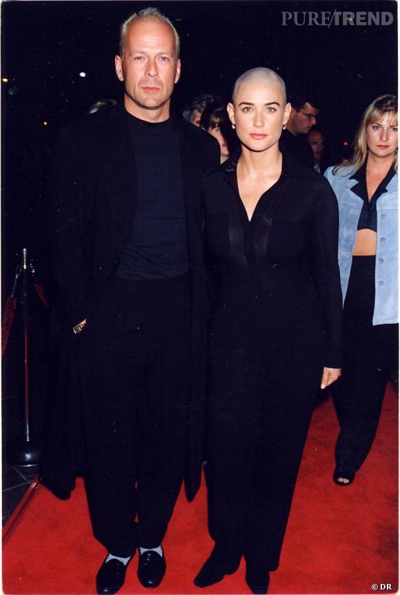 Les différentes façons d'être chauve Bruce Willis et Demi Moore, le couple chauve d'Holywood en 1995. On notera tout de même qu'à l'inverse de son ex-femme la calvitie de l'acteur est naturelle.