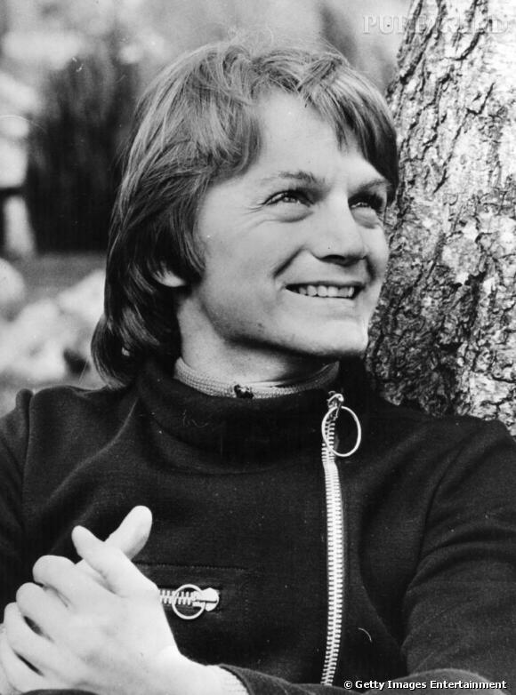 Comment on se coiffait dans les années 70 ?     La coiffure de playmobile blonde de Claude François qui oscillait entre la coupe mulet et le carré long