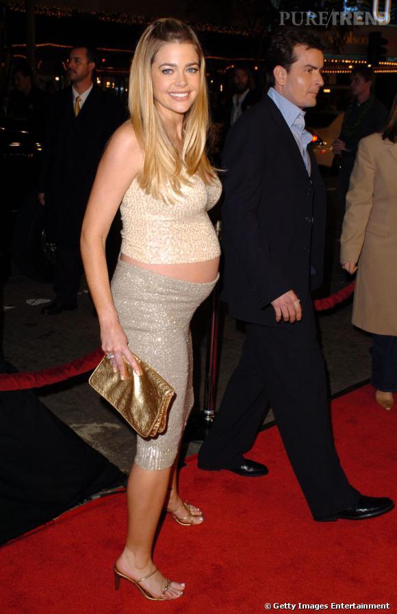 Enceinte , l'actrice ne met pas de côté cette tendance et reste fidèle au mini haut avec une jupe moulante.    Verdict :  on aime ni l'un, ni l'autre !