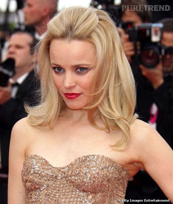 Cannes : les plus belles coiffures du jeudi 12 mai Rachel McAdams mise sur une coiffure sage avec une demi queue. Le brushing est souple et les mèches retombent délicatement sur ses épaules.