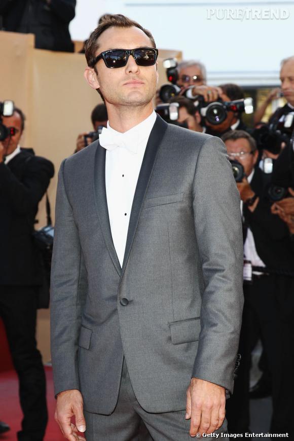 """Jude Law pour la montée des marches de """"The Tree of Life"""", à Cannes."""