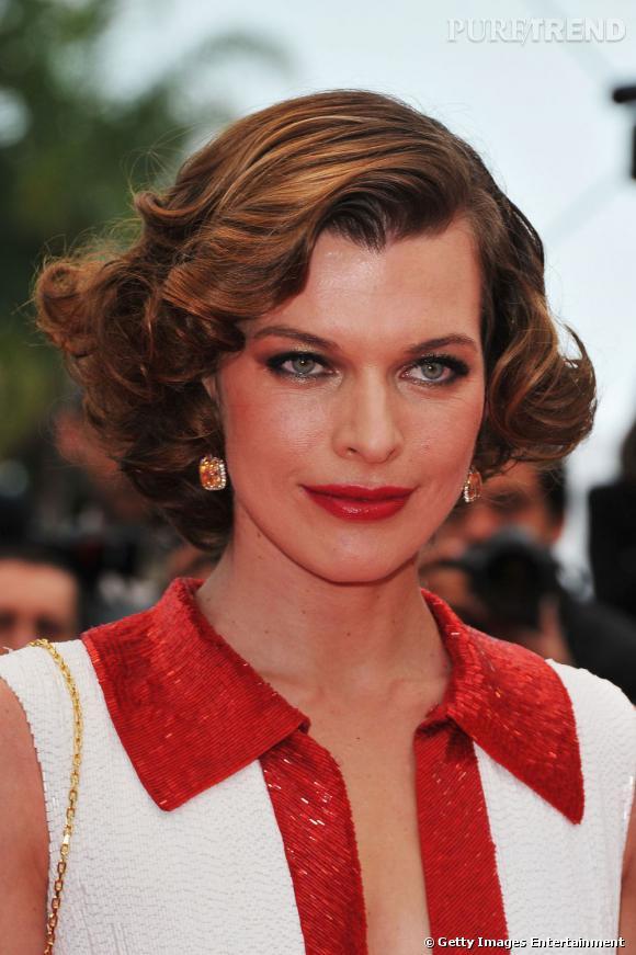 Cannes : les plus belles coiffures du mercredi 18 mai   Plus rétro, Milla Jovovich mise sur un carré cranté aux mèches ondulées.