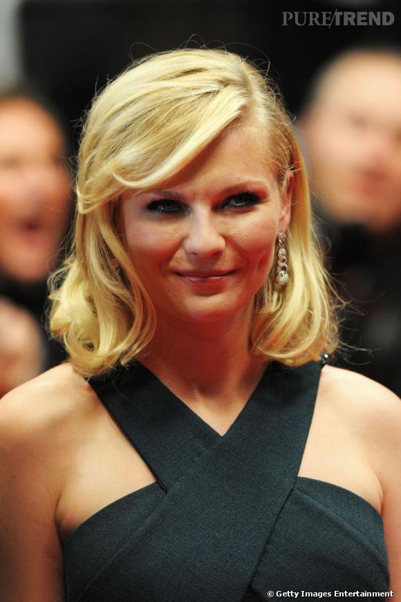Cannes : les plus belles coiffures du mercredi 18 mai   Kirsten Dunst opte pour un carré souple au fini légèrement ondulé. La mèche vient se placer sur le côté et habille le visage.