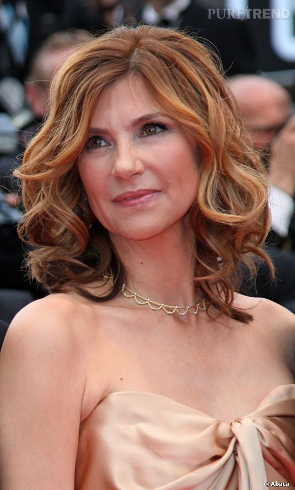 Cannes : les plus belles coiffures du mercredi 18 mai   La chevelure s'ondule chez Florence Pernel qui mise sur ombré hair lumineux qui donne de l'éclat à sa coiffure.