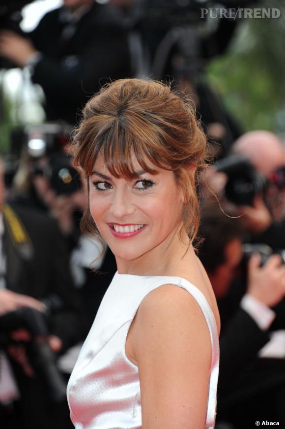 Cannes : les plus belles coiffures du mercredi 18 mai   Shirley Bousquet mise sur un chignon flouté, quelques mèches rebelles s'échappent. Une coiffure faussement négligée.