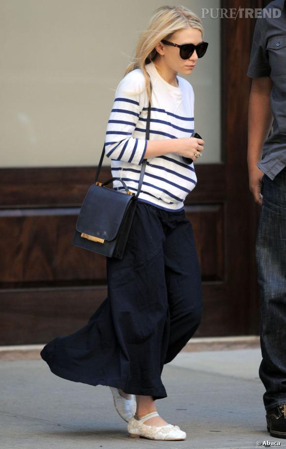 Ashley Olsen porte un sac et des lunettes The Row, marque dont elle est designer.
