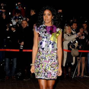 La robe Rachel Roy colorée version Kelly Rowland...