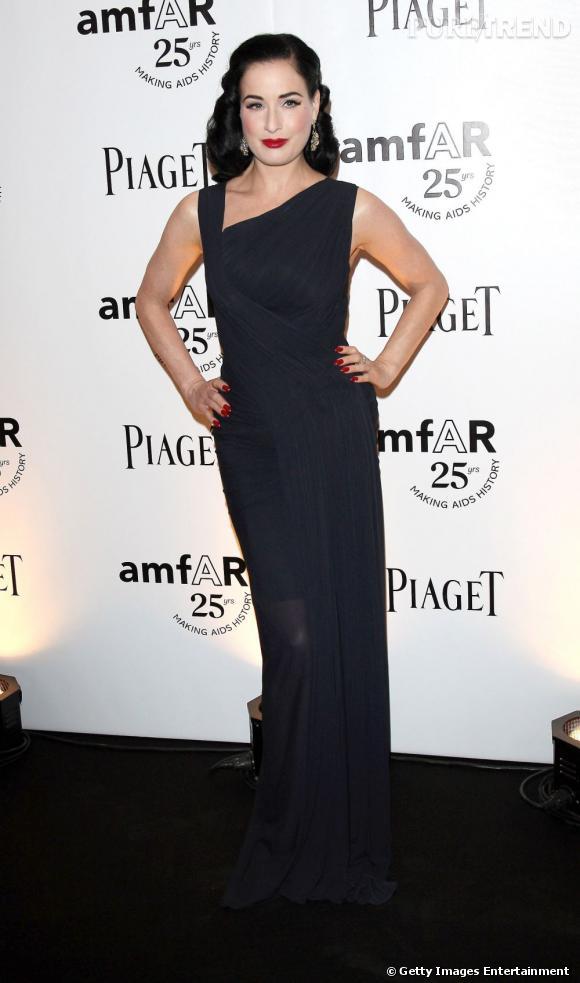 Dita Von Teese, élégante et rétro pour l'amfAR Inspiration Gala, à Paris.