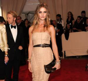 Rosie Huntington-Whiteley : les plus beaux looks de celle qui a détrôné Megan Fox