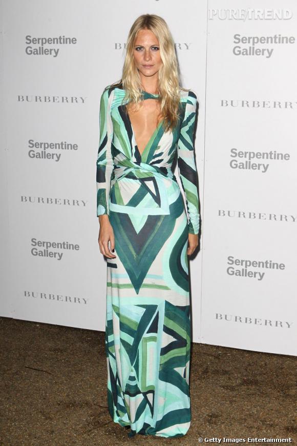 Poppy Delevigne, sexy hippie pour la soirée de la Serpentine Gallery.