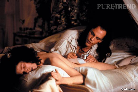 """Dans les """"Liaisons Dangereuses"""", John Malkovich séduit toutes les femmes... avec une aisance folle."""