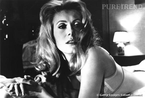 """Dans le film """"Belle de Jour"""", la sulbime Catherine Deneuve joue les prostitués ultra chic et élégantes."""