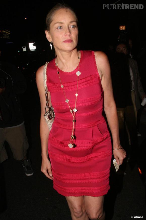 Sharon Stone dans les rues de Beverly Hills.