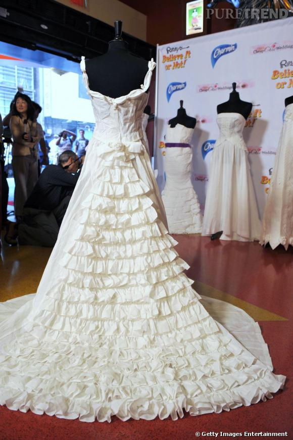 la robe de mari e en papier toilette puretrend