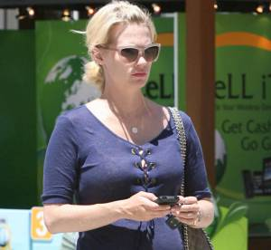 January Jones, enceinte, se lasse...