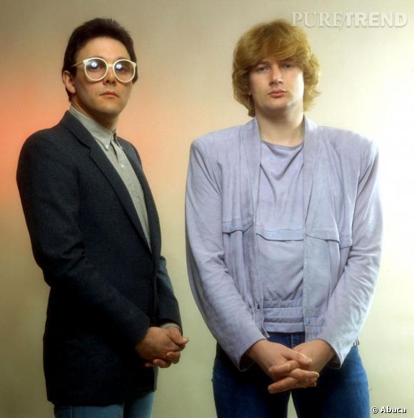 """En 1981, MTV diffuse son premier clip, """"Video Kill the Radio Star"""" de The Buggles. Le groupe britannique est un savant mélange de pop-rock, au style déjanté des 70's. Lunettes rondes oversize et épaulettes font partie de leur dress-code."""