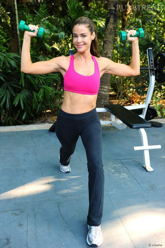 Les biceps sont gonflés, les abdos sculptés, Denise Richards est une parfaite Barbie gymnaste.