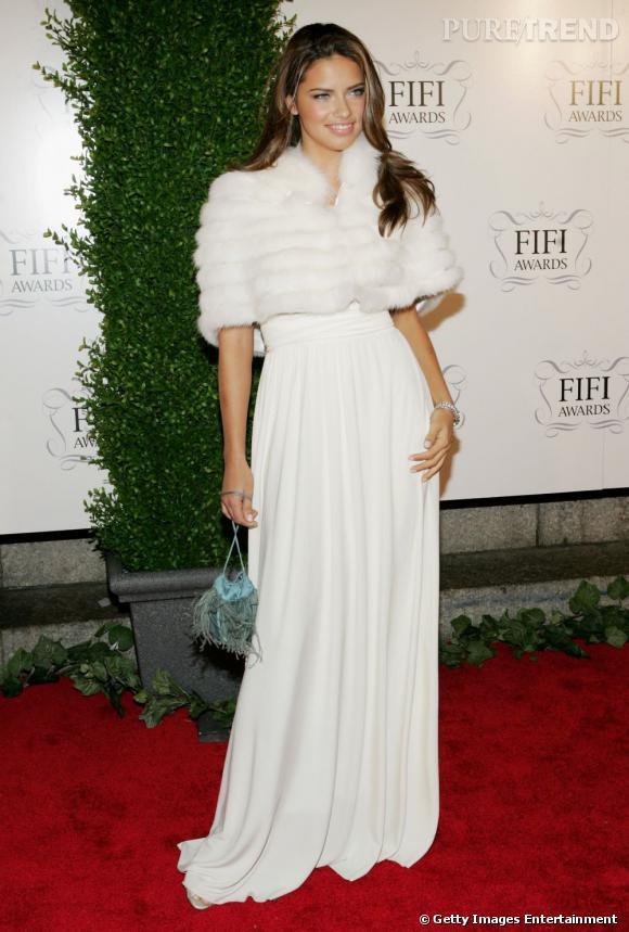 Les parfums des stars       Nom     : Adriana Lima           Parfum :    So In Love  de Victoria Secret