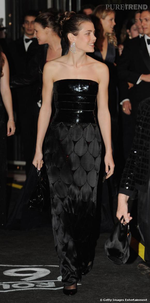 Lorsqu'elle se rend à des évènements officiels, la princesse de Monaco  réussit à être sexy et élégante à la fois. Robe longue bustier, elle  relève haut la main sa mission.