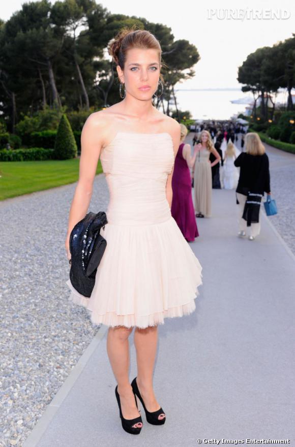 Gala de l'amfAR cette année, elle porte une robe Chanel Haute Couture qui lui donne des airs de petite ballerine.