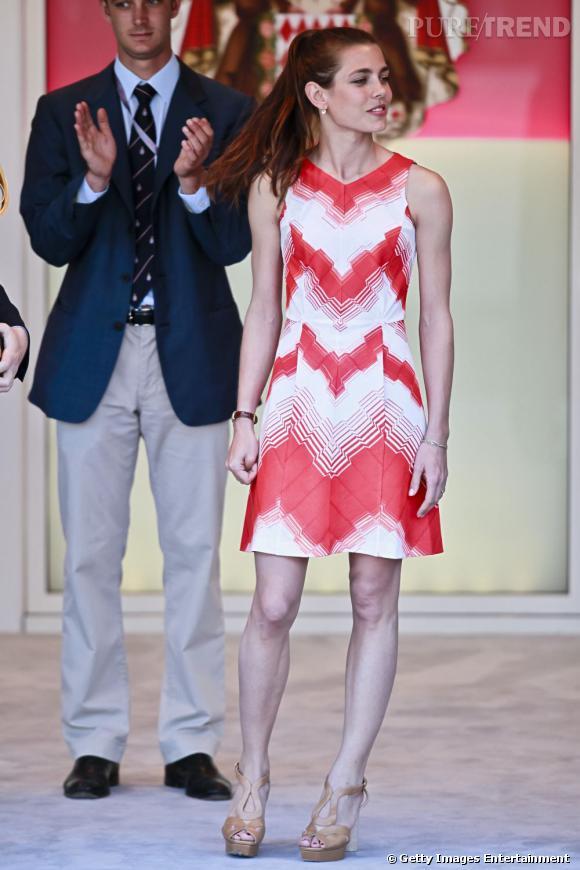 Pour le Grand Prix de Monaco cette année, Charlotte a brillé dans des robes colorées qui flattent sa carnation.
