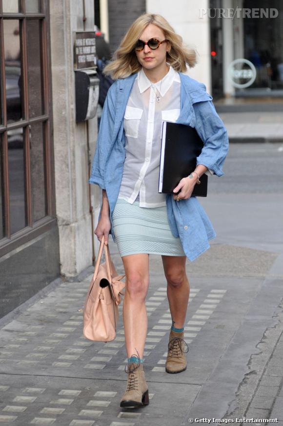 La nouvelle it girl fearne cotton porte la chemise blanche version coli re - La blanche porte nouvelle collection ...