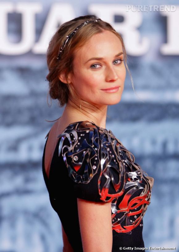 Diane Kruger pare sa chevelure d'un hairband pailleté, l'idéal pour customiser un chignon et lui donner une touche de romantisme.