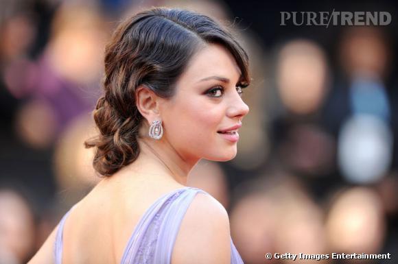 Pour une allure de star le jour J, copiez le chignon de Mila Kunis, bas sur la nuque, lisse sur le dessus et ondulé sur la longueur.