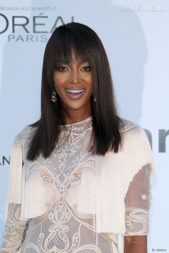 Envie d'une chevelure bien lisse le jour de votre mariage ? Misez sur un  lissage  parfait et des cheveux lâchés comme Naomi Campbell.