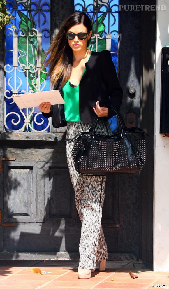 Rachel Bilson en balade dans les rues de Los Angeles.