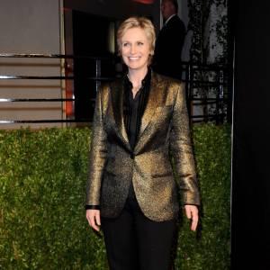 En 2011 : Pour la soirée Vanity Fair des Oscars, Jane ose la veste en lamé. Un look masculin-féminin plutôt réussi.
