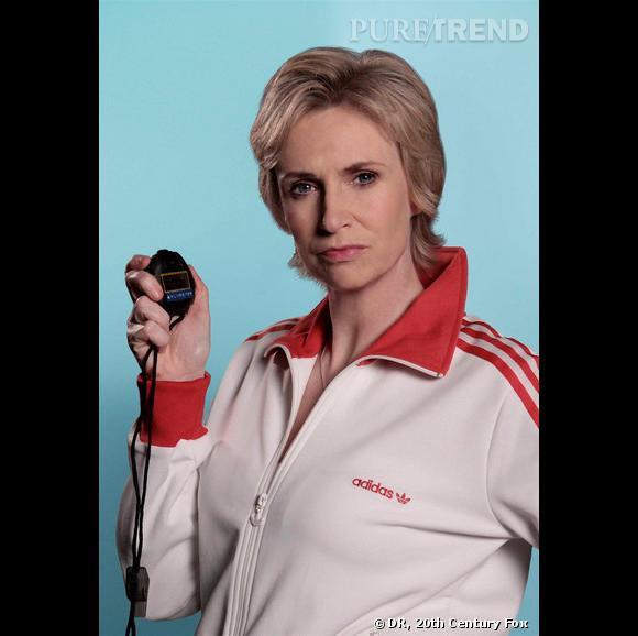 """En 2009 :    Jane devient Sue Sylvester, la prof de sport de """"Glee"""". Humour décapant et tenues de jogging trois bandes au programme."""