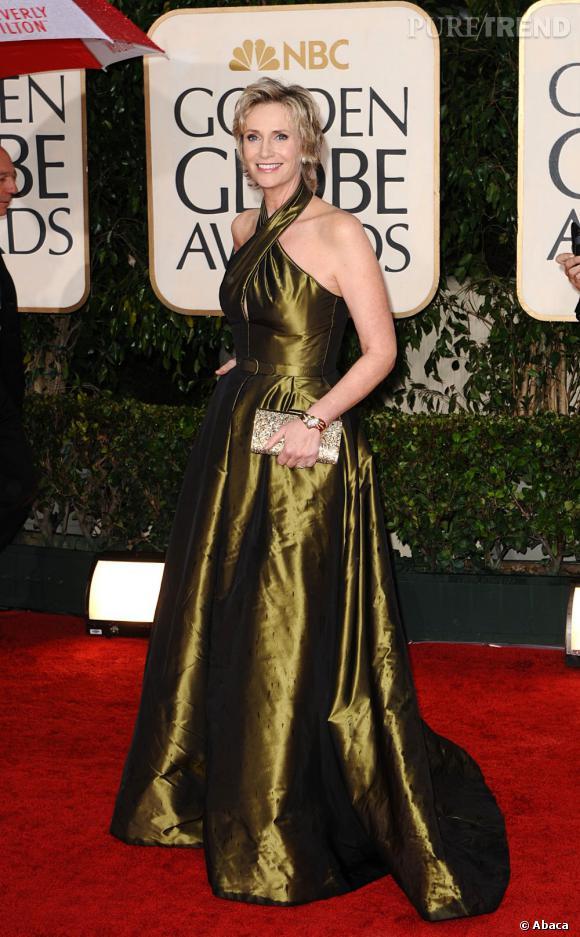 En 2010 :     Golden Globes obligent, Jane sur son 31 adopte le lamé vert olive.